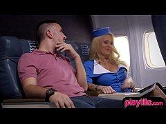Секс брюнетки в самолете — photo 15